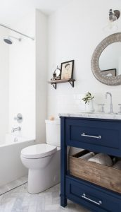 11 Bloggers Bathrooms|the Honeycomb Home