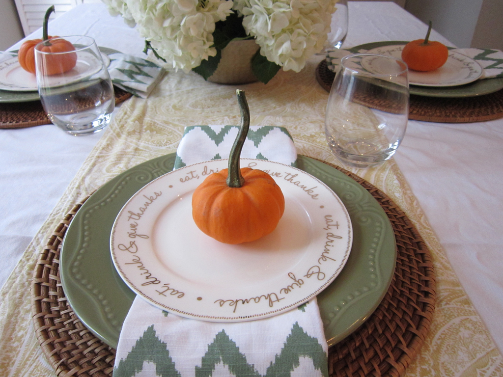 Simple table settings archives the honeycomb home for Easy table settings for thanksgiving