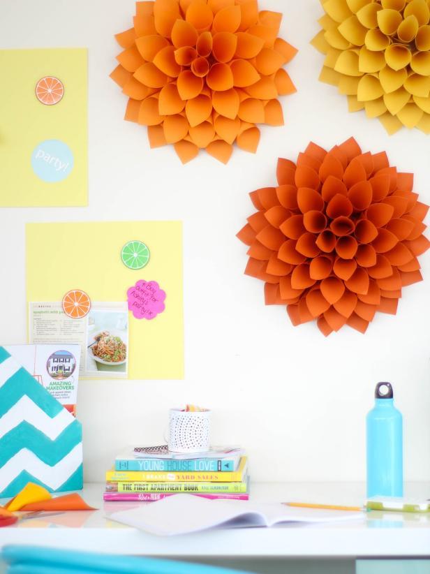 Original_Marianne-Canada-Dorm-Room-Decorating-Dahlias-Beauty-1.jpg.rend.hgtvcom.616.822