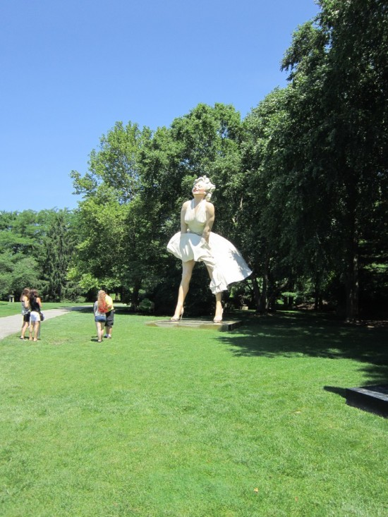 marilynn monroe statue