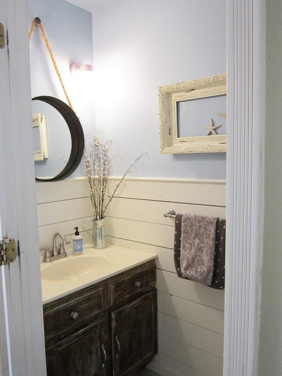 http://thehoneycombhome.com/half-bathroom-makeover/