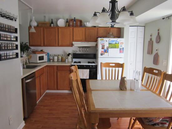 builder grade kitchen before