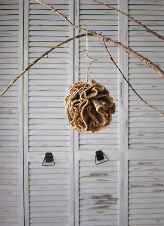 How to make a ruffled burlap Christmas Ornament