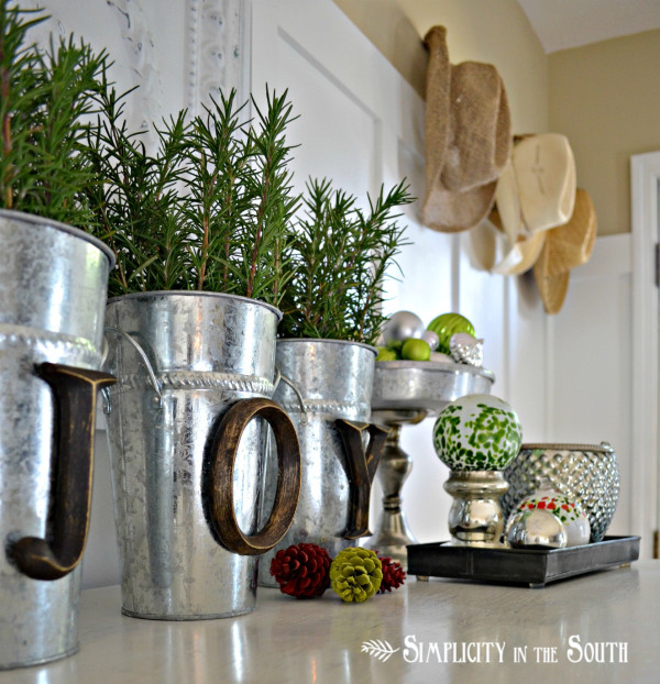 Christmas decorating ideas for Christmas tin pails