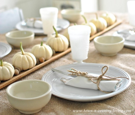 simple thanksgiving table setting