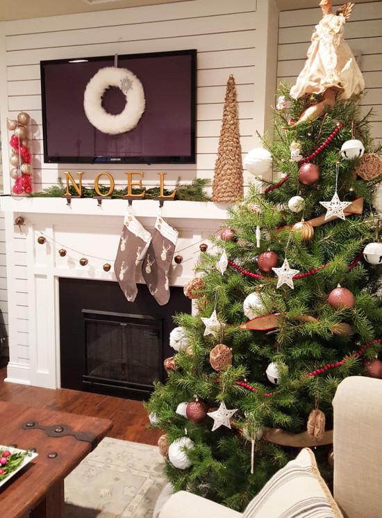 Christmas Mantel the Honeycomb Home