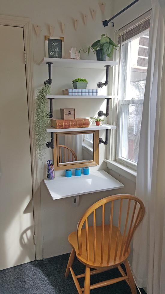 small desk spaces