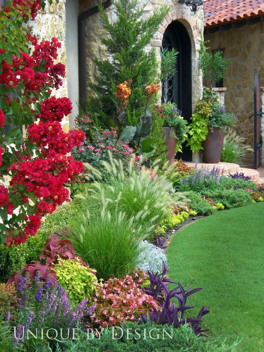 curb appeal ideas-beautiful curved garden bed