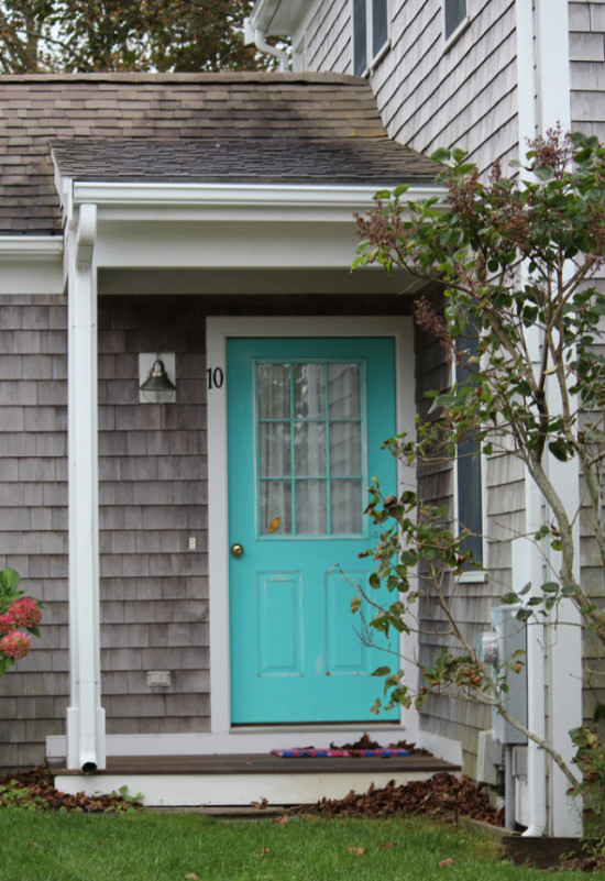 curb appeal ideas-bright blue front door