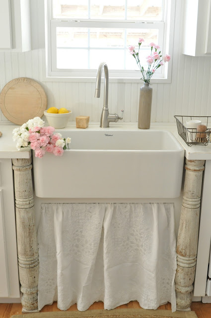 Farmhouse sink from Buckets of Burlap