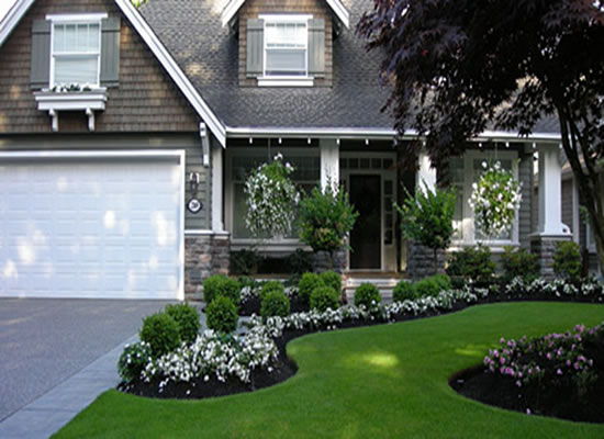 5 curb appeal tips the honeycomb home for Simple landscape design for front of house