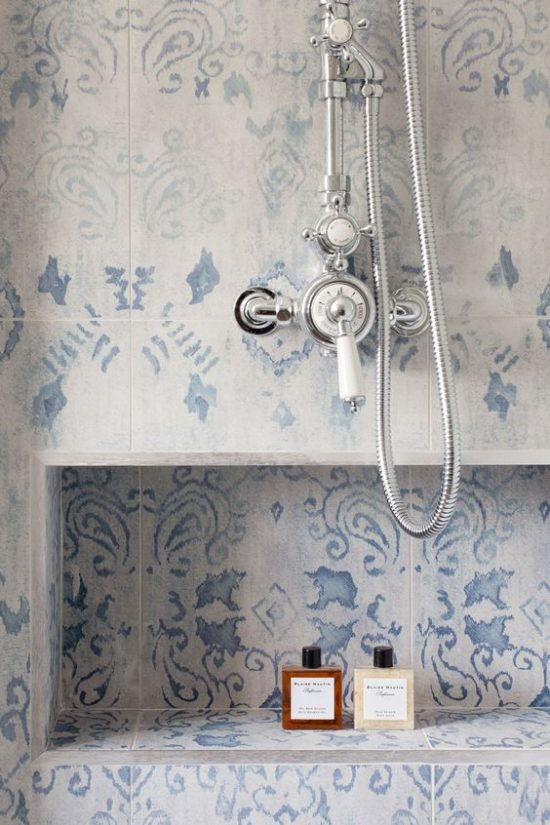 blue-and-white-pattern-wall-tile