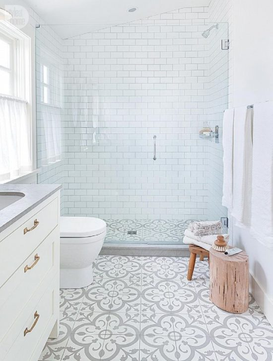 gray-and-white-patterned-tile-bathroom