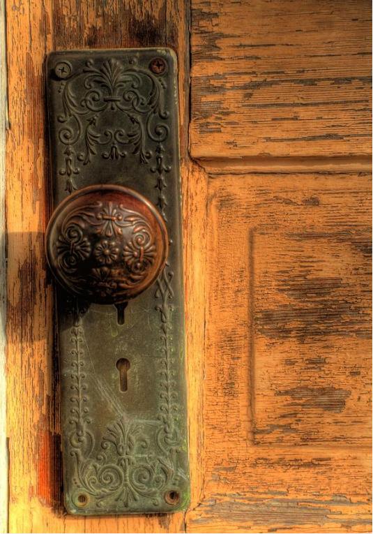 vintage-door-knobs