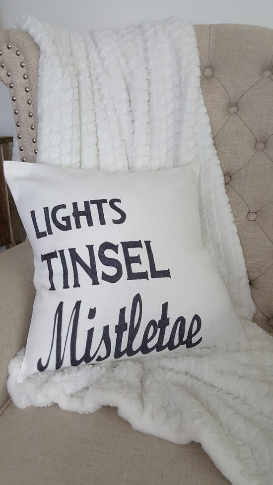 lights-tinsel-mistletoe-diy-christmas-pillow