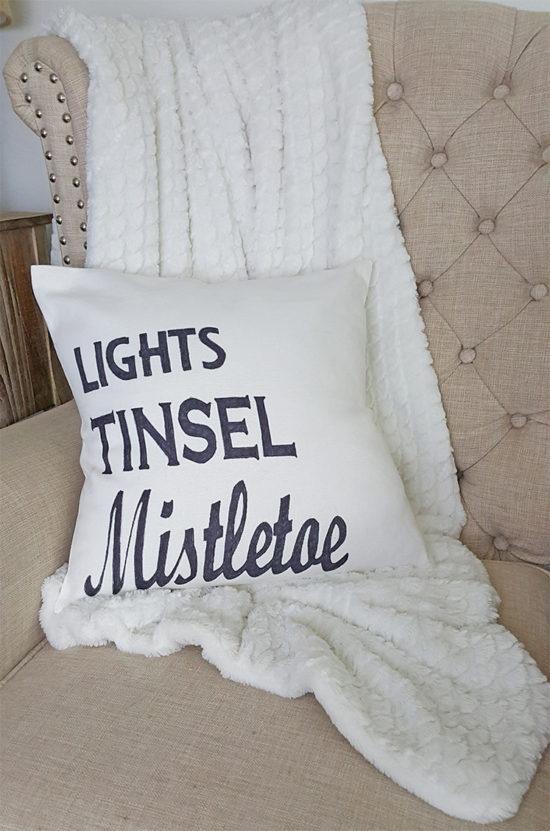 Mistletoe Christmas Pillow, DIY Christmas Ideas