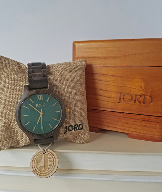 emerald-face-watch-with-sandalwood-band-from-jord