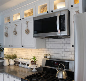 How to Install Kitchen Cabinet Lighting - cheap decorating ideas that look chic!