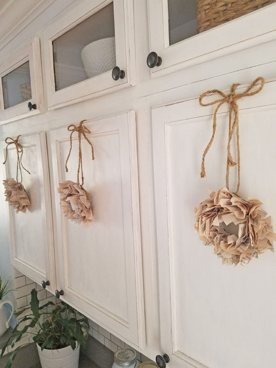 How to make mini book page wreaths