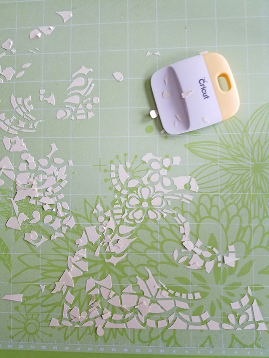 Cricut mat and accessories