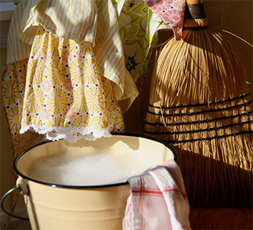 10 Hacks to Make Spring Cleaning Easier!
