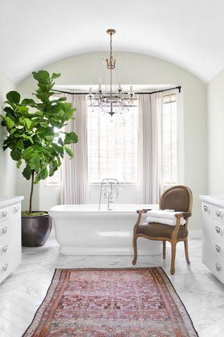 kilim rug in the bathroom