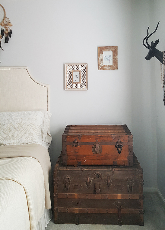 bedroom ideas - vintage steamer trunks for storage
