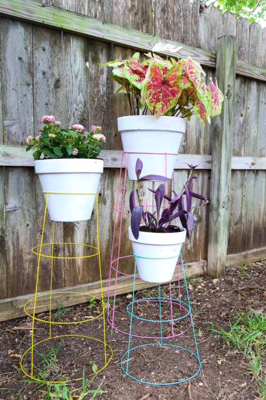 tomato-cage-plant-stand-Love and Renovations