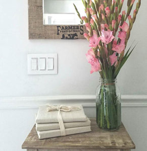 DIY Mirror Frame with Burlap