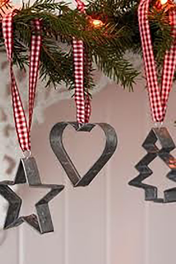10 ways to decorate with christmas ornaments