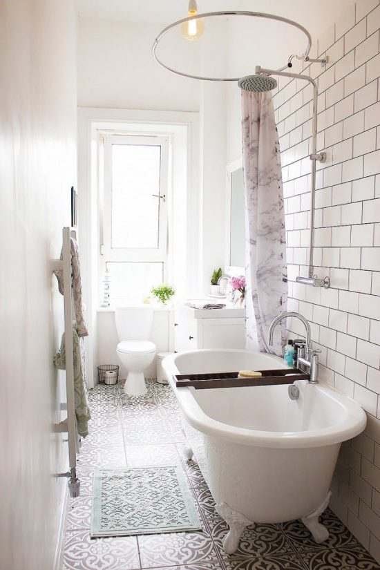 small bathroom with clawfoot tub