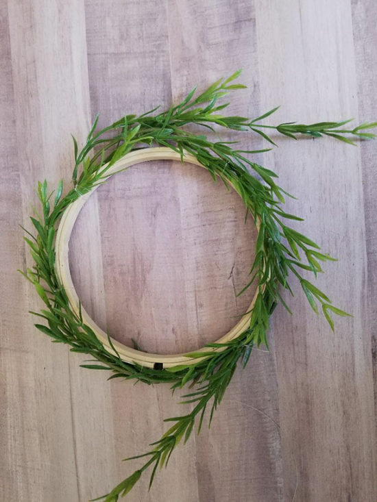 how to make a wreath, simple and quick cheap wreath idea