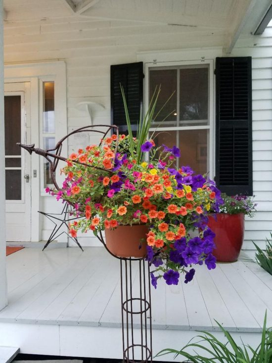 planters and porches farmhouse tour