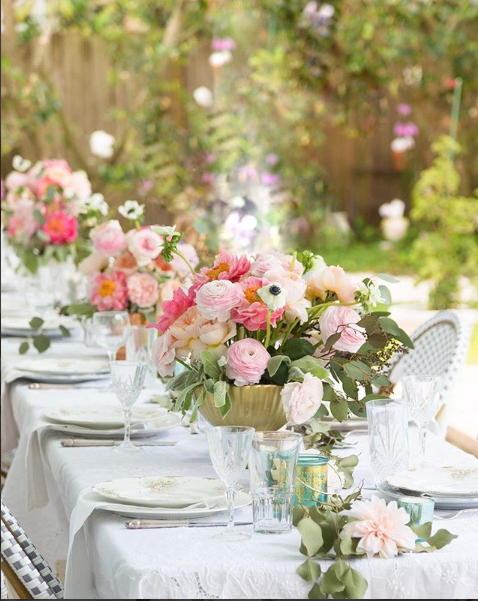 gorgeous outdoor tablescape Shabbyfufu