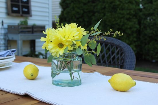 floral-centerpiece-outdoor-entertaining-ideas, backyard, summer drink recipes