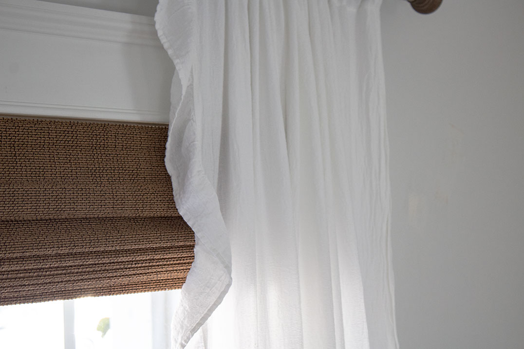 bamboo-blinds-with-white-curtains