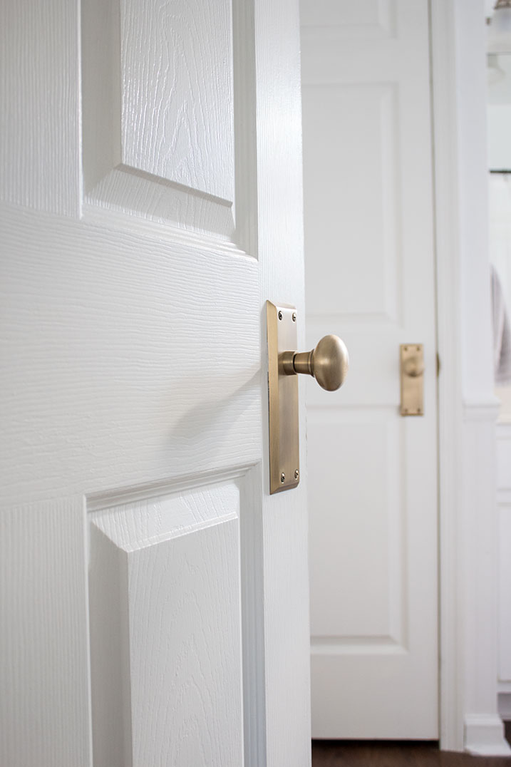beautiful-doorknobs-with-backplate, interior doorknobs, modern farmhouse vintage style with backplates