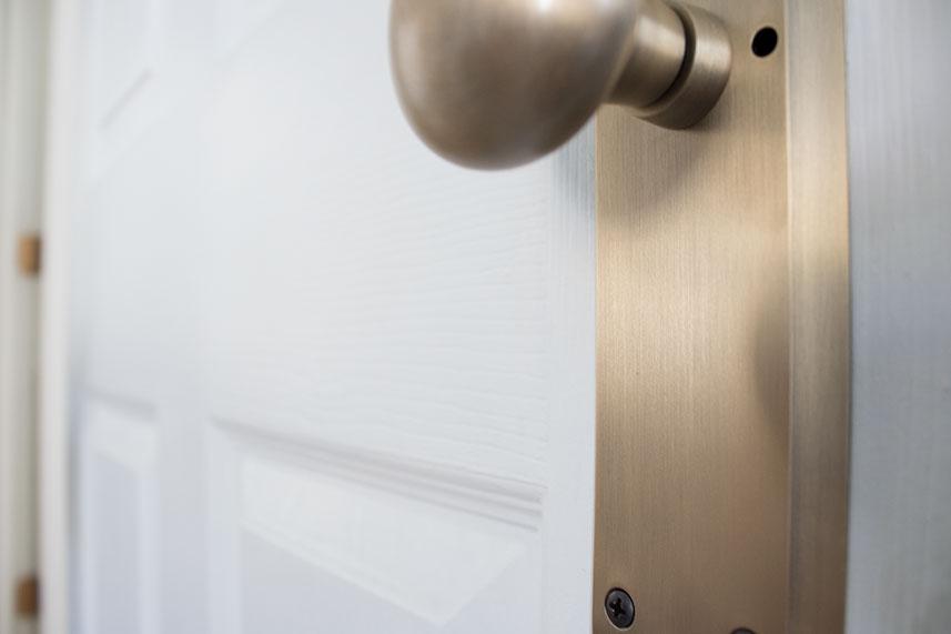 doorknobs-up-close-antique-gold