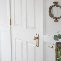 how-to-change-a-doorknob-FI