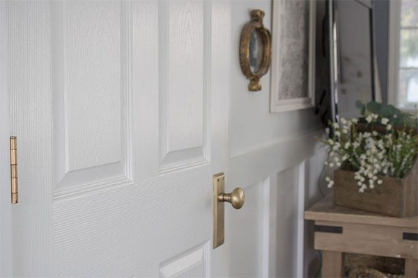 How to Remove Paint From Door Hinges