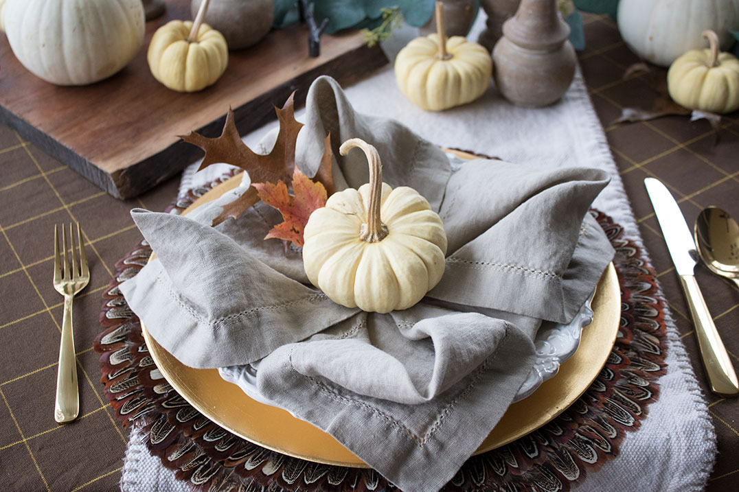 The-easiest-way-to-create-a-fall-harvest-table-for-thanksgiving