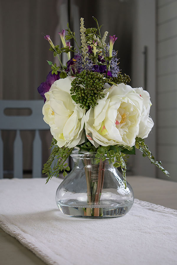 artificial-flowers-in-vase,-centerpiece-ideas-for-your-home, silk floral arragements