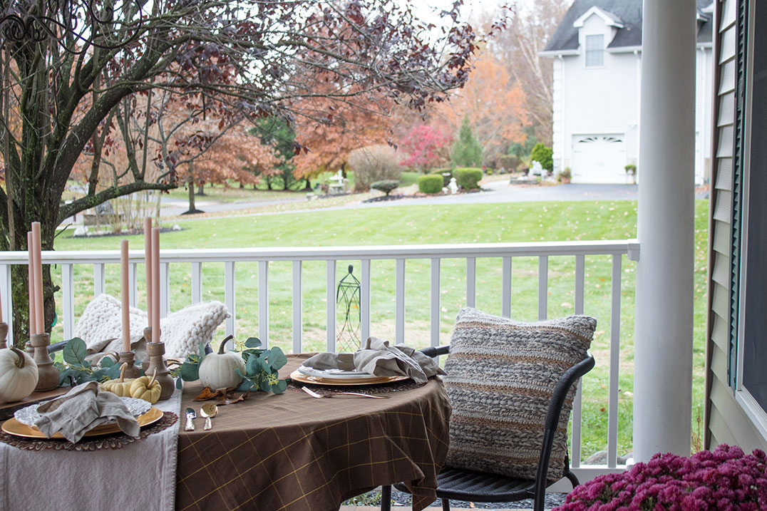 fall-harvest-table-setting-ideas-for-your-porch
