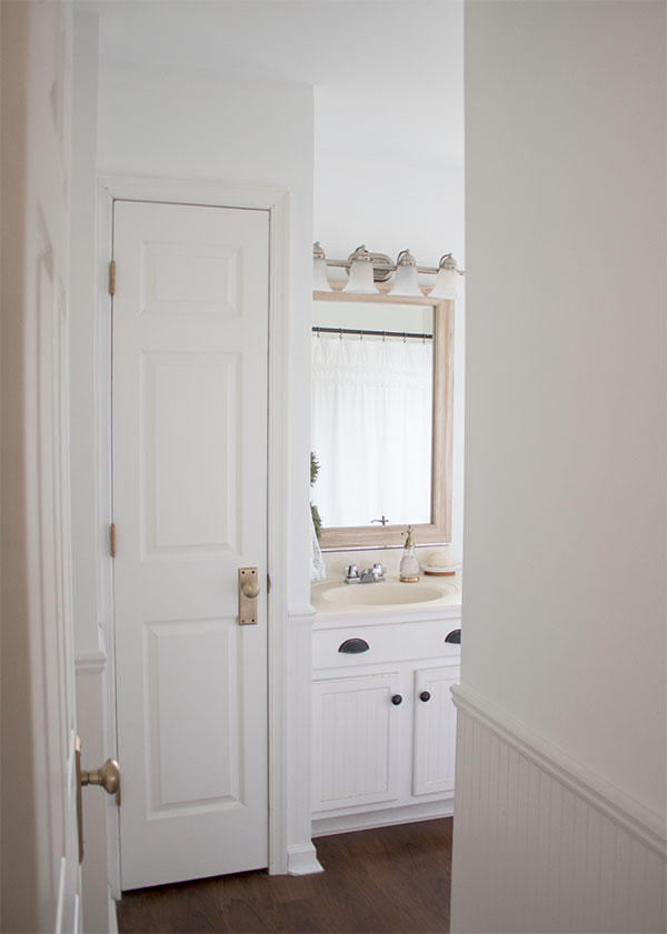 the-easiest-way-to-frame-a-large-mirror-yourself-DIY
