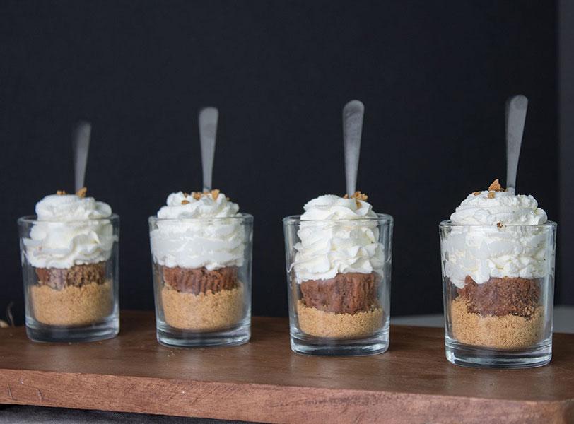 Chocolate-Cheesecake-Dessert-Shooters, mini cheesecakes