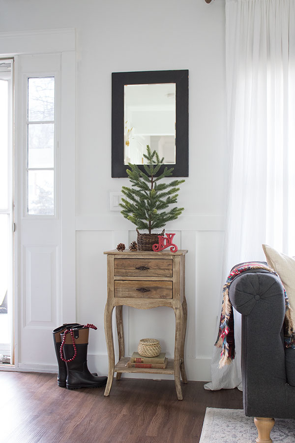 Decorating-a-tiny-foyer-for-Christmas