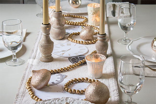 New Year S Eve Table Setting Ideas The Honeycomb Home