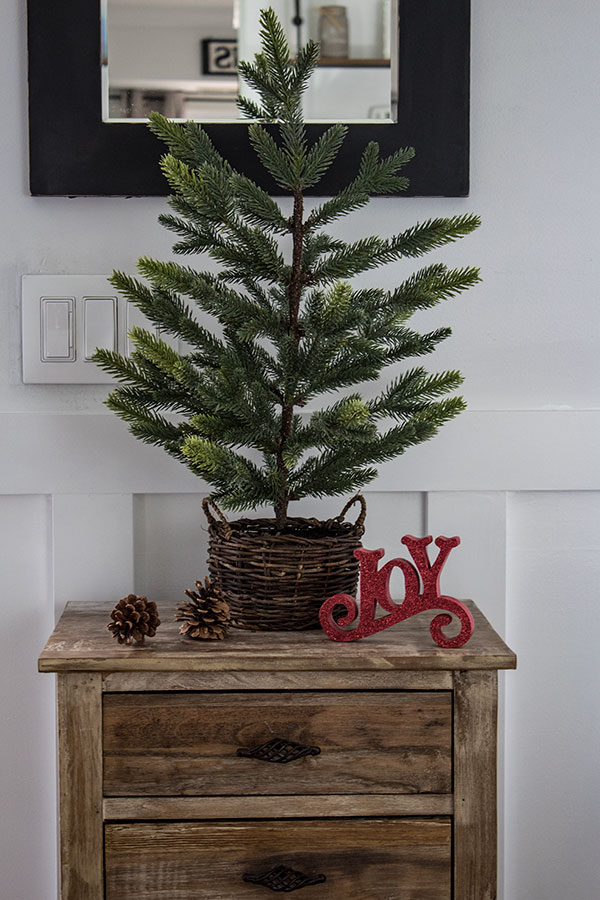 mini-Christmas-tree-for-a-small-foyer