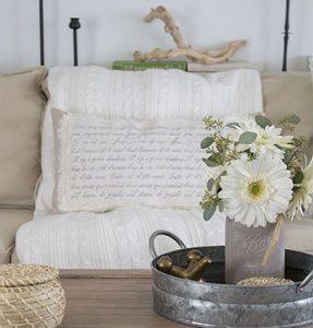DIY-Shabby-Chic-French-Script-Pillow-FI3