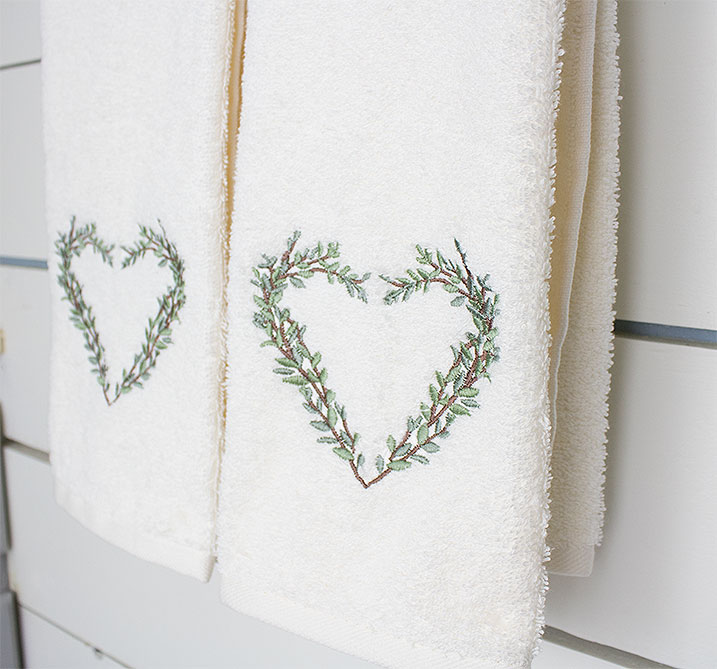 Pretty-hand-towels-for-small-half-bathroom